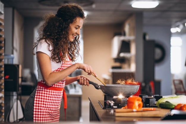Fritar, refogar, flambar ou grelhar? Os 4 pilares da cozinha